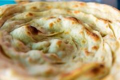 Paratha de Lacha, massa folhada Paratha liso indiano tradicional do pão, fim acima fotografia de stock