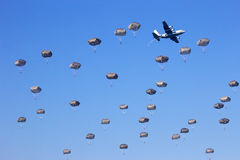 Paratrooper dropping Royalty Free Stock Photography