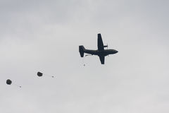 Paratroopers drop during the 72th commemoration of operation Market Garden Stock Photo