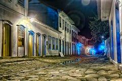 Paraty街道在晚上 库存照片