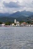 Paraty从水的coastiline视图 免版税库存照片