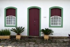 Paraty, Brasilien auf der Küste von Brasilien, hat sehr bunte Kolonialarchitektur Lizenzfreie Stockfotos