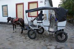 Paraty, el Brasil, caballo y carro Imagen de archivo libre de regalías