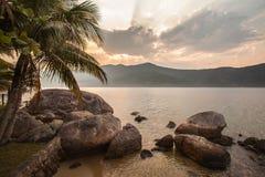 Paraty - RJ海岸山和海的看法  库存图片