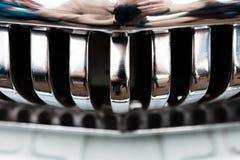 Paraurti cromato su una retro automobile nello stato perfetto immagini stock