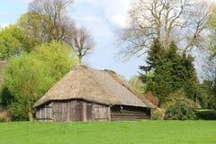 Parc à moutons antique caractéristique dans le polder néerlandais Photo stock