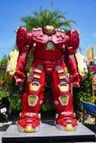 Parc à thème en acier réutilisé de robots en métal au spectacle d'animaux de Hua Hin Tique : Vengeur de modèle d'homme de fer image libre de droits