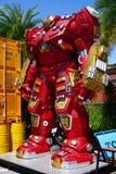 Parc à thème en acier réutilisé de robots en métal au spectacle d'animaux de Hua Hin Tique : Vengeur de modèle d'homme de fer images stock