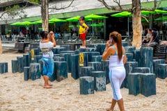 Parc aux pieds nus intéressant dans la ville de Medellin Image stock
