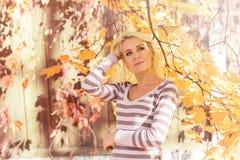 Parc blond de femme photos libres de droits