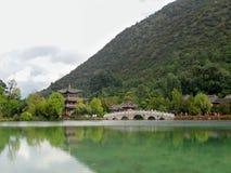 Parc bronzage de Heilong, lijiang, Chine images libres de droits