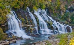 Parc d'état d'île de roche de Twin Falls Tennessee image libre de droits
