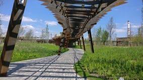 Parc d'architecture de roscha de Tufeleva à Moscou Jour d'été au laps de temps de la promenade 4k de parc de paysage Russie banque de vidéos