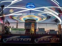 Parc d'attractions de Gravitron au carnaval d'automne Images stock