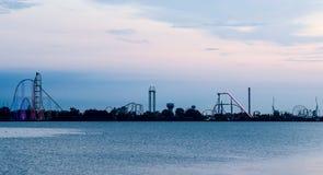 Parc d'attractions de point de cèdre juste avant le lever de soleil image libre de droits