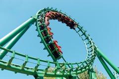 Parc d'attractions de tour d'amusement de montagne russe de boucle image libre de droits
