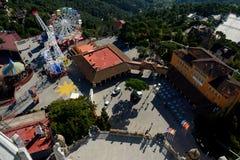 Parc d'attractions et bâtiments chez Tibidabo à Barcelone, Espagne Photos libres de droits