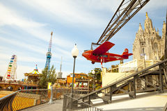 Parc d'attractions et temple chez Tibidabo Image stock