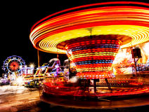 Parc d'attractions la nuit - Photo stock