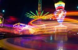 Parc d'attractions la nuit Image stock