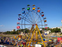 Parc d'attractions - roue géante Images stock