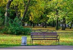 Parc d'automne dans Vyborg, Russie Photographie stock
