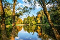 Parc d'automne Lac photographie stock