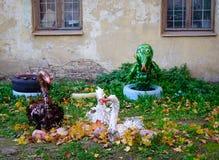 Parc d'enfants avec des feuilles d'automne Images stock