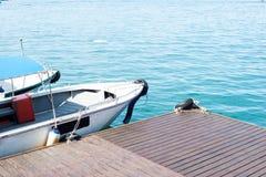 Parc de bateau sur le dock Image libre de droits