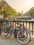 Parc de bicyclettes sur le pont Photo stock
