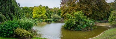 Parc de Champ de Mars avec le lac à Paris Images libres de droits