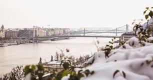 Parc de citadelle couvert de neige, Buda Castle, Budapest, Hongrie photos stock