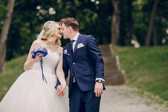 Parc de couples de mariage photo stock