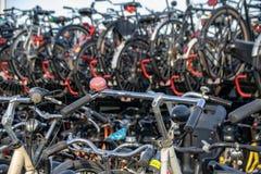 Parc de cycle à Amsterdam, Pays-Bas image stock
