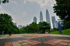 Parc de KLCC et Tours jumelles de Petronas Kuala Lumpur malaysia Photos stock
