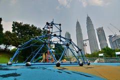 Parc de KLCC et Tours jumelles de Petronas Kuala Lumpur malaysia Images libres de droits