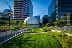 Parc de liberté et bâtiments modernes à Rosslyn, Arlington, Virgini Photographie stock