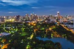 Parc de Lumpini à Bangkok au twillight Photo libre de droits