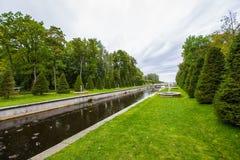 Parc de marche de Peterhof Photo libre de droits