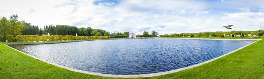 Parc de marche de Peterhof Images stock