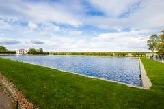 Parc de marche de Peterhof Photographie stock
