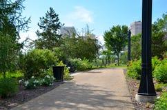 Parc de passage couvert de vert d'Edmonton image libre de droits