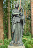 Parc de Pavlovsk Vieux Sylvia et x28 ; Douze paths& x29 ; statues erato Images stock