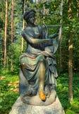 Parc de Pavlovsk Vieux Sylvia et x28 ; Douze paths& x29 ; statues terpsichore Image libre de droits