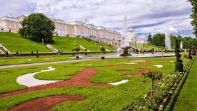 Parc de Peterhof Héritage de l'UNESCO images stock