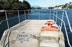 Parc de point de ballast avec le pont de port sur la baie Sydney de Mort Photographie stock