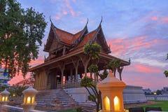 Parc de Santichai Prakan dans le temps de coucher du soleil Photo libre de droits