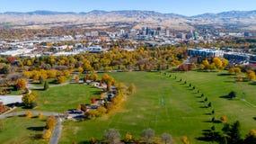 Parc de sity de Boise Idaho avec des couleurs et l'horizon de chute en automne Images libres de droits