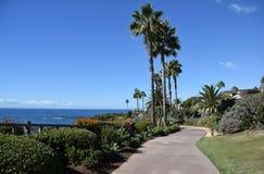 Parc de station de vacances de montage et passage couvert d'accès public dans le Laguna Beach du sud, la Californie Image libre de droits