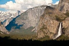 Parc de Yosemite en Californie, cascade de ressort de beutifull photographie stock libre de droits